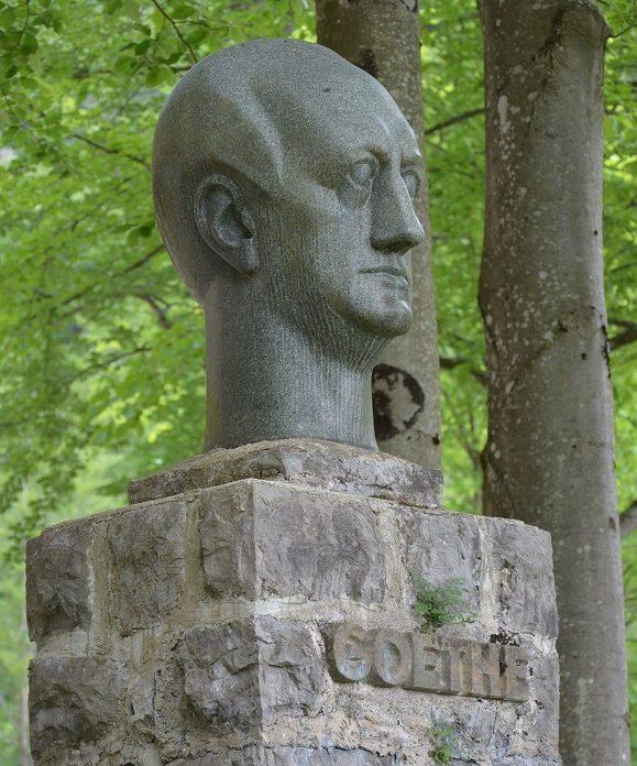 Goethedenkmal am Walchensee in Bayern